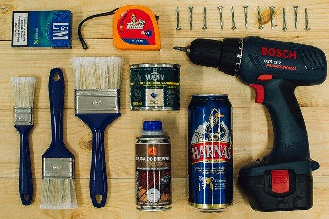 bricolage, la bière, le travail de l'homme