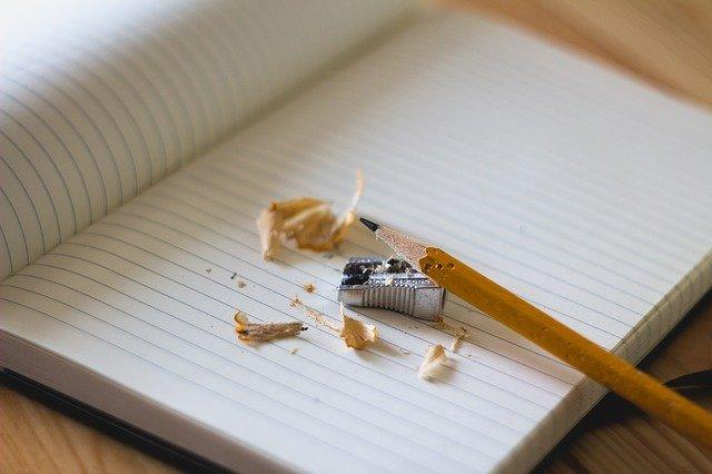crayon, affûteuse, ordinateur portable