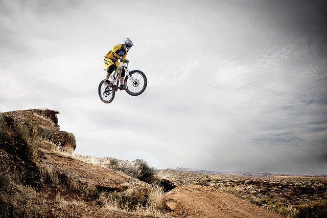 vélo de montagne, sports, bondissant